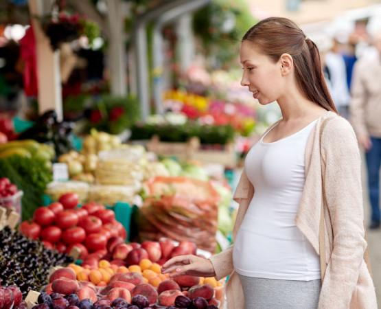 Wbrew pozorom, dieta kobiety w ciąży jest bardzo podobna do zaleceń dotyczących zdrowego odżywiania całej populacji.