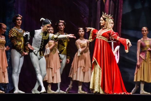 Ubiegłoroczny spektakl zauroczył słuchaczy nie tylko umiejętnościami tancerzy, ale i pięknymi kostiumami.