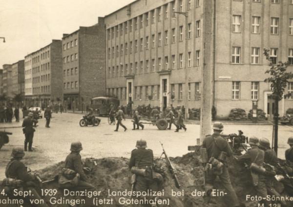 """Wkroczenie Niemców do Gdyni, """"Foto Sönnke"""", 14.09.1939 r., Zbiory Muzeum Miasta Gdyni."""