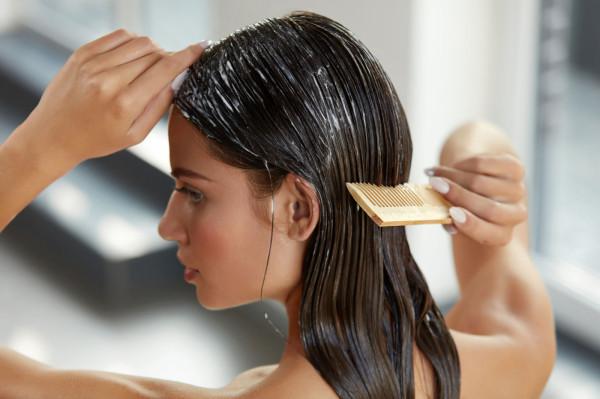 Duże znaczenie ma właściwa pielęgnacja włosów oraz stosowanie kosmetyków, które nie zawierają składników chemicznych.