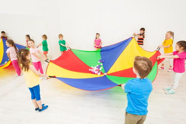 Zaproszenie na urodziny od koleżanki z przedszkolaka to dla maluchów ważne wydarzenie, to dowód, że rówieśnicy po prostu je lubią.