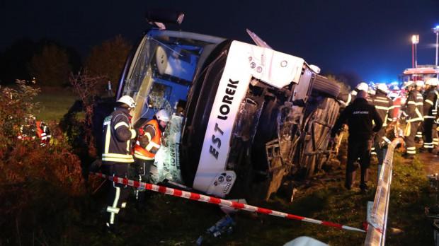 Według nieoficjalnych informacji 13 osób zostało rannych, w tym siedem ciężko.