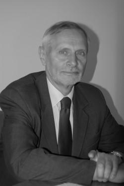 Prof. dr hab. Stanisław Szwankowski.