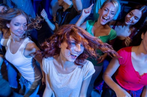 W wielu klubach panie mają tańszy lub darmowy wstęp na imprezy.