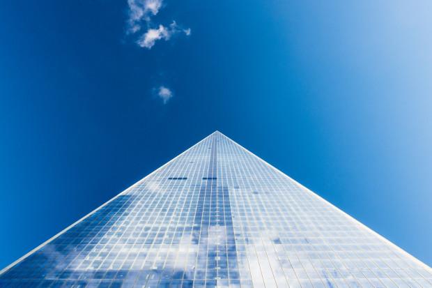 Mechanizm, jakim posługują się organizatorzy piramidy, polega na oferowaniu swoim klientom m.in. inwestycji w obligacje korporacyjne oraz certyfikaty uczestnictwa w funduszach inwestycyjnych zamkniętych.