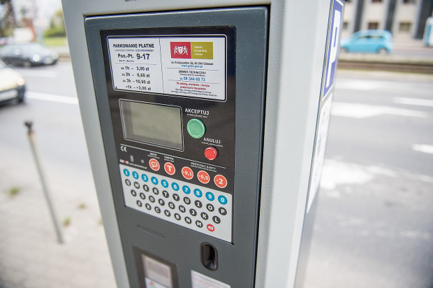 Urzędnicy mówią, że aby spełnić potrzeby w obowiązujących i planowanych strefach płatnego parkowania potrzeba ok. 330 nowych parkomatów.