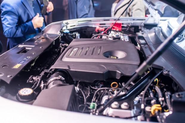 Defendera można wyposażyć w silniki o mocy od 200 do 400 KM.