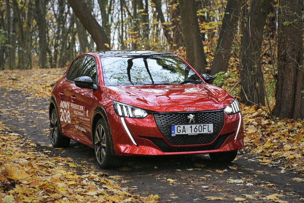 Agresywna i atrakcyjna stylistyka nowego Peugeota 208. To aktualnie jeden z ładniejszych przedstawicieli segmentu B.