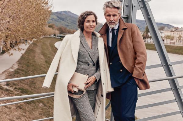 Jesienią i zimą warto wybrać ciepłe płaszcze i kurtki wykonane z najlepszych materiałów. Dobrze poznać panujące trendy, z których każdy wybierze coś dla siebie.