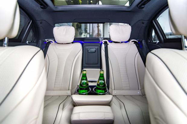 Luksusowe wnętrze flagowej limuzyny Mercedes-Benz Klasy S.