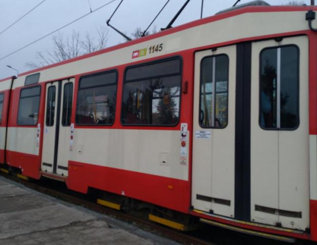 Wandale, którzy wyrwali drzwi w tramwaju, zostali zatrzymani. Zdjęcie poglądowe.