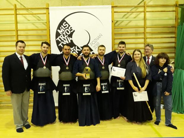 Sopocki Klub Kendo zdobył w mistrzostwach Polski trzy medale.
