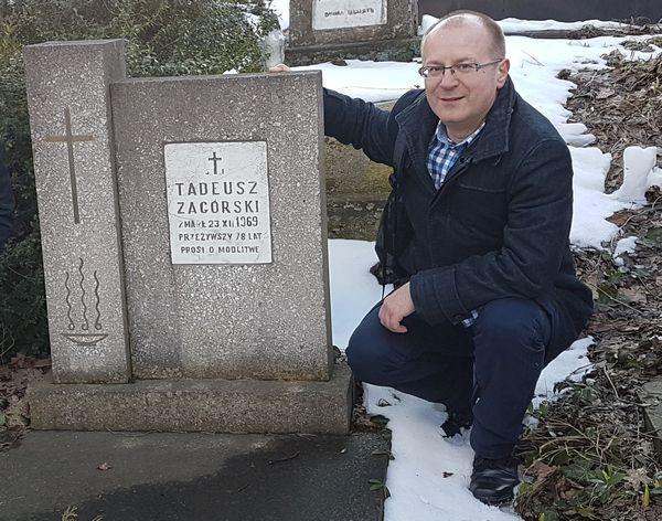 Maciej Lisicki na cmentarzu Łyczakowskim we Lwowie, przy grobie jednego z prezesów Lechii Lwów.