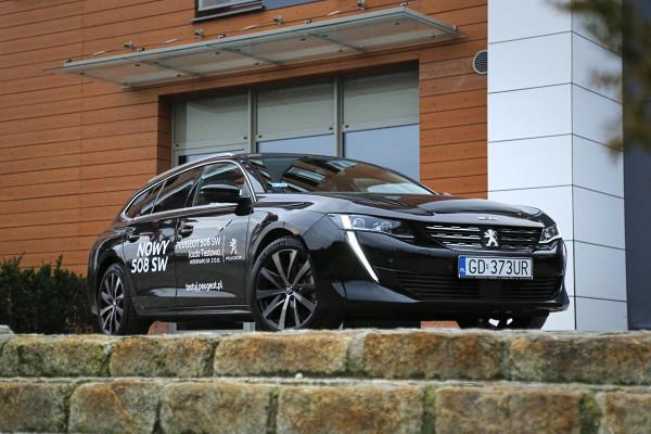 Kilka miesięcy po premierze Peugeota 508 liftback w końcu doczekaliśmy się obszerniejszej wersji SW.