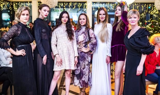 To było kolejne kameralne wydarzenie w butiku Silk Epoque. Na zdjęciu: Sonia Łaniecka (po lewej), Olga Ziemann (w środku), Adriana Dzieszko (po prawej) z modelkami. Premiera nowej kolekcji.
