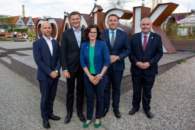 Prezydent Gdańska Aleksandra Dulkiewicz i jej czterech zastępców. Od lewej: Alan Aleksandrowicz, Piotr Grzelak, Piotr Borawski, Piotr Kowalczuk.