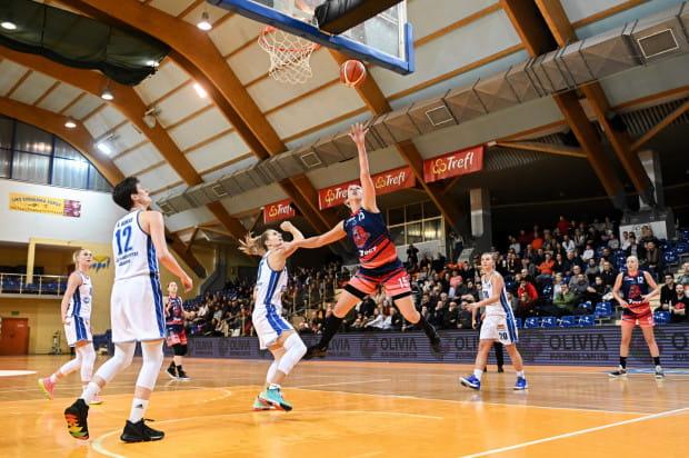 Spotkanie koszykarek AZS Uniwersytetu Gdańskiego i DGT Politechniki Gdańskiej było najchętniej oglądanym spotkaniem obu drużyn w tym sezonie. Na trybunach w meczu derbowym zasiadło 400 kibiców.