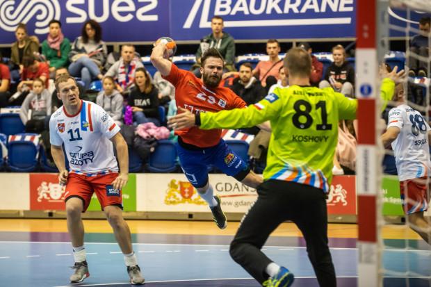Szczypiorniści Torus Wybrzeża przegrali z Azotami Puławy 25:26 (13:12). Dziewięć bramek dla gospodarzy zdobył Mateusz Wróbel (na zdjęciu), ale i to nie pomogło w odniesieniu zwycięstwa.