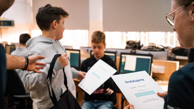 Każdy młody programista otrzymał potwierdzenie sukcesu na piśmie.