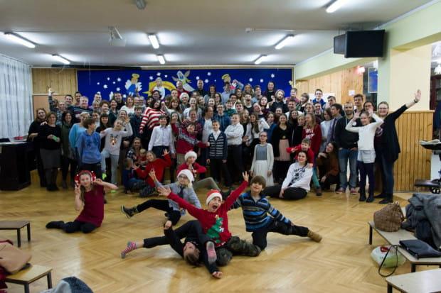 Rodzina Stowarzyszenia Teatralnego Ingenium w całej okazałości (zdjęcie z grudnia 2018 roku).