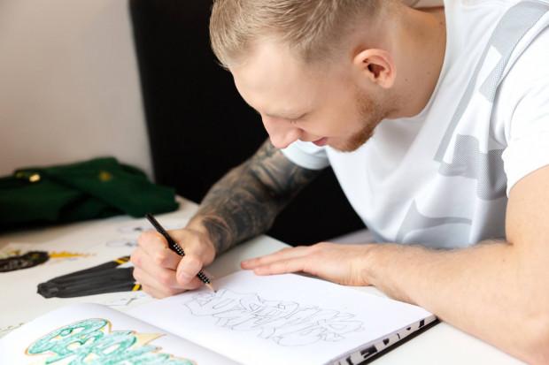 Ksawery Gajek jest piłkarzem ręcznym, ale po ojcu odziedziczył artystyczny talent.
