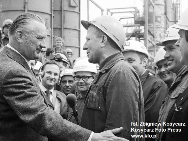 Premier rządu PRL Piotr Jaroszewicz z wizytą na budowie Rafinerii Gdańskiej. 14 maja 1975 r.