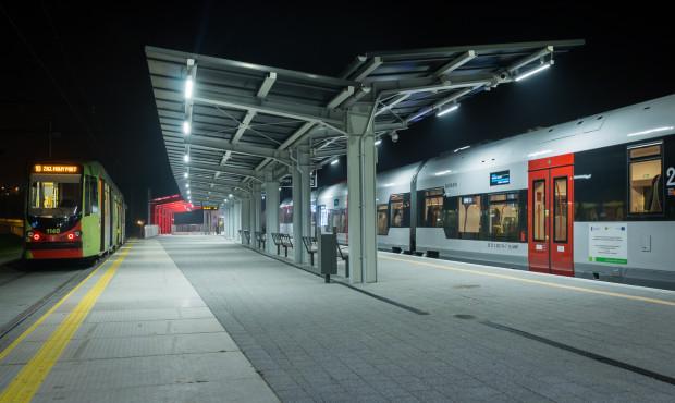 Obecnie, aby móc swobodnie korzystać z tramwajów i pociągów w Gdańsku, należy wykupić bilet metropolitalny łączony komunalno-kolejowy za 150 zł (obejmuje swoim zakresem także Sopot). Od kwietnia do realizacji takich podróży wystarczy bilet ZTM miesięczny w cenie 99 zł i Karta Mieszkańca.