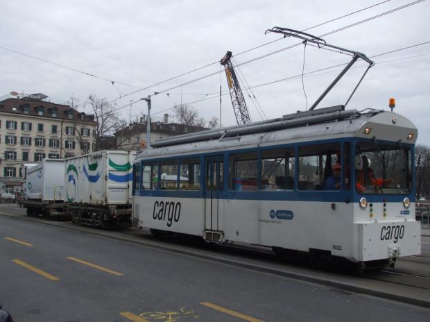 Tramwaj ciężarowy kursujący po Zurychu.