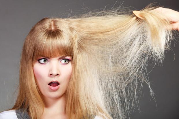 Żeby nadać puszącym się włosom połysk i sprężystość, musisz je odbudować.