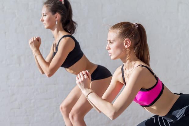 Cellulit nie znosi wszystkiego, co poprawia ukrwienie i dotlenienie skóry - pływania, szybkiego marszu, jazdy na rowerze oraz systematycznej gimnastyki.