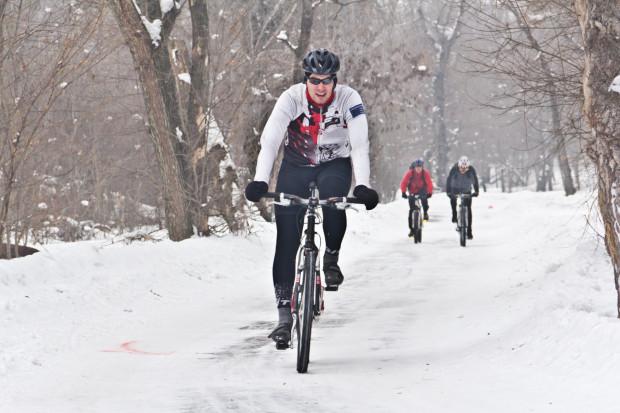 Jazda rowerem zimą to świetny pomysł, o ile dopisuje nam zdrowie.