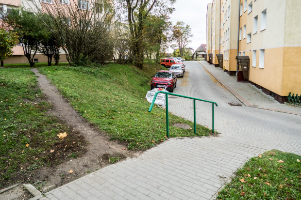 Jeszcze wczesną jesienią mieszkańcy musieli chodzić po wydeptanej ścieżce.
