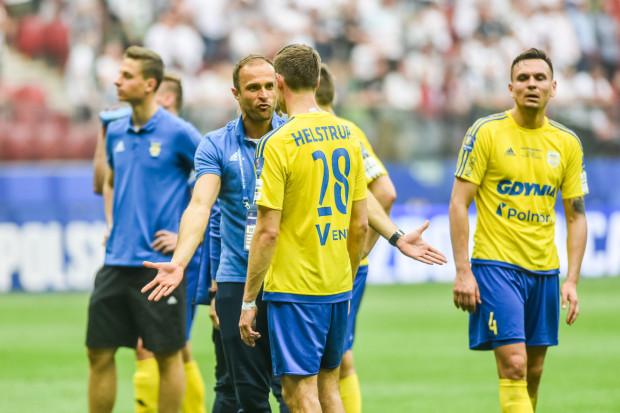 Antoni Łukasiewicz, dyrektor sportowy Arki Gdynia, czasami musi negocjować rozwiązanie kontraktów także piłkarzy, z którymi sam grał jeszcze w żółto-niebieskich barwach.