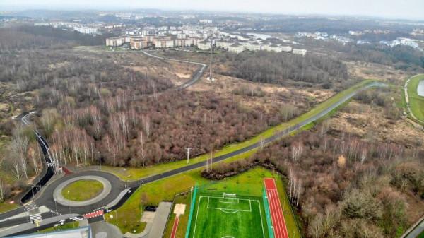 Ścieżka dla pieszych i rowerzystów łączy ul. Porębskiego z ul. Lawendowe Wzgórze. Została oddana do użytku 18 grudnia.