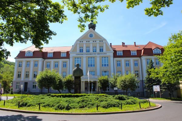 Główny budynek Uniwersyteckiego Centrum Klinicznego.