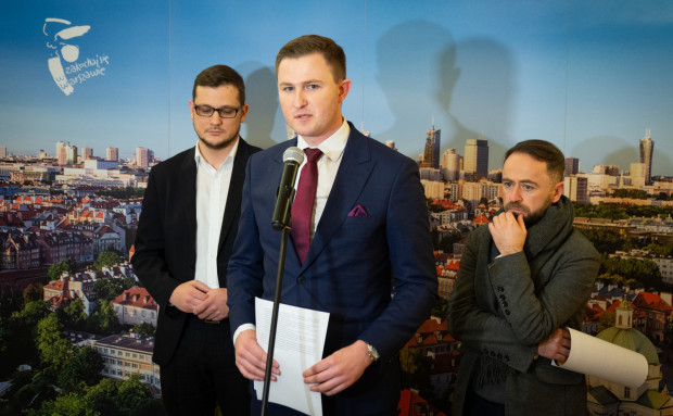 Wiceprezydent Gdańska apelował w czwartek o to, by producentów opakowań z tworzyw sztucznych obciążyć dodatkową, wyższą opłatą.