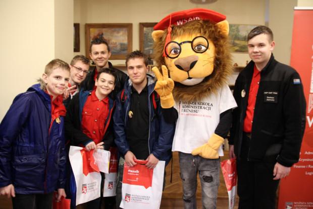 Lew jako maskotka WSAiB jest obowiązkowym gościem wydarzeń na uczelni i nie tylko.
