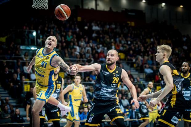 Asseco Arka Gdynia i Trefl Sopot znów liczą się w czołówce Energa Basket Ligi a Paweł Leończyk (nr 29) cieszy się, że koszykarskie derby Trójmiasta odzyskują swoją renomę.