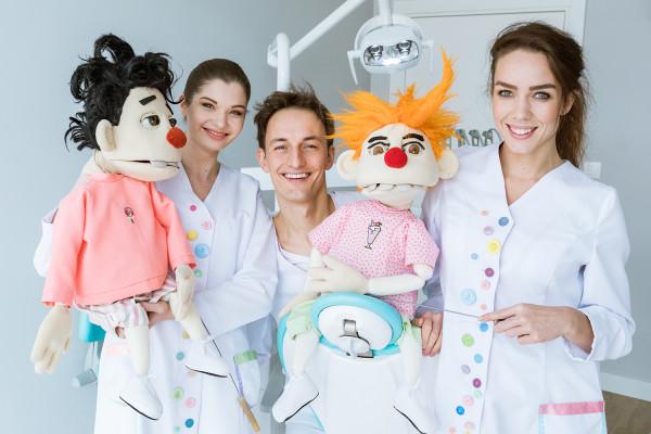 """Od 10 lat Przychodnia Wiewiór """"K"""" specjalizuje się w stomatologii dziecięcej."""