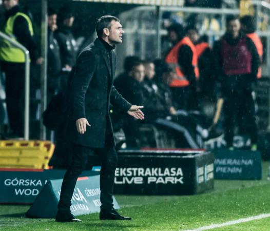 Trener Aleksandar Rogić zaplanował 4 sparingi. To stawia Arkę Gdynia w gronie drużyn ekstraklasy grających najmniej podczas przygotowań, a tylko Lech Poznań później od niej zacznie gry kontrolne.