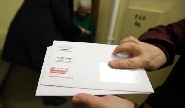 Trójmiejscy urzędnicy od lat roznoszą decyzje podatkowe do mieszkańców. Co ważne, nie mogą od nich pobierać żadnych opłat za wręczenie pisma.