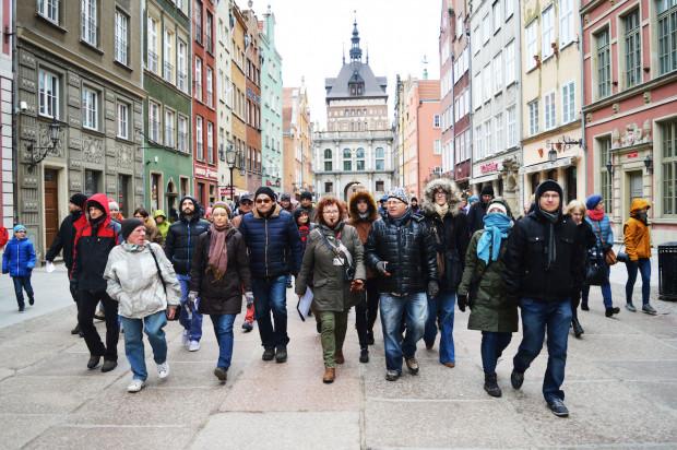Uczestnicy spaceru poszerzą swoją wiedzę przede wszystkim o okolicznościach odbudowy najważniejszych zabytków Głównego Miasta: Bazyliki Mariackiej, Ratusza Głównomiejskiego czy Złotej Kamieniczki.