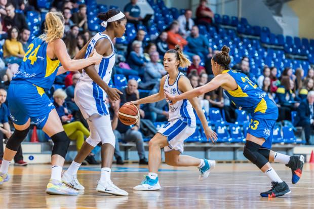 Derbowe spotkanie koszykarek Arki Gdynia i AZS Uniwersytetu Gdańskiego będzie starciem dwóch biegunów. Żółto-niebieskie są niepokonane w Energa Basket Lidze, natomiast akademiczki wciąż czekają na premierowe zwycięstwo.