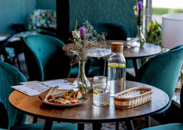 Woda z kranu powinna być dostępna w każdej restauracji. Zdjęcia z kawiarni Szmaragdowa Cafe.