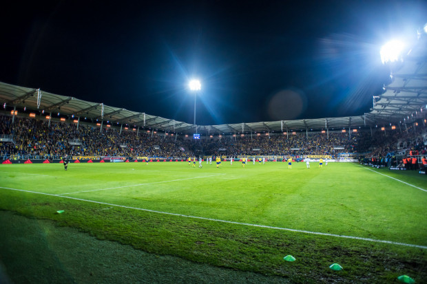 Od 17 stycznia, czyli dnia, w którym Radomir Sobczak został nowym prezesem Arki Gdynia,  klub przedłużył kontrakty z: Pavelsem Steinborsem oraz Michałem Nalepą. Do drużyny dołączył również Nemanja Mihajlović.