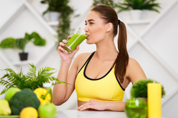Jeśli zależy nam na redukcji masy ciała, to po treningu możemy wypić np. koktajl warzywny.