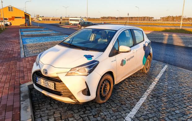 Easyshare dotychczas oferował wynajem jedynie hybrydowych Toyot Yaris. W ofercie nie ma samochodów elektrycznych.