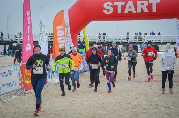 Bieg i marsz nordic walking po plaży w Sopocie to jedna z atrakcji dla aktywnych na najbliższy weekend.