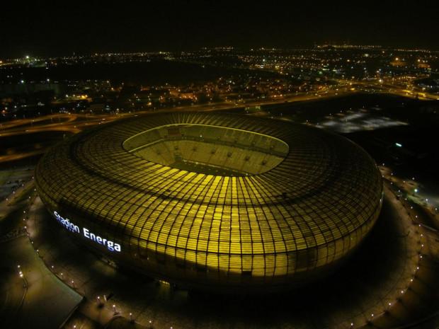 Oświetlenie na stadionie w Letnicy po dziewięciu latach eksploatacji wymaga wymiany na nowe. Inwestycja ma kosztować prawie 10 mln zł.