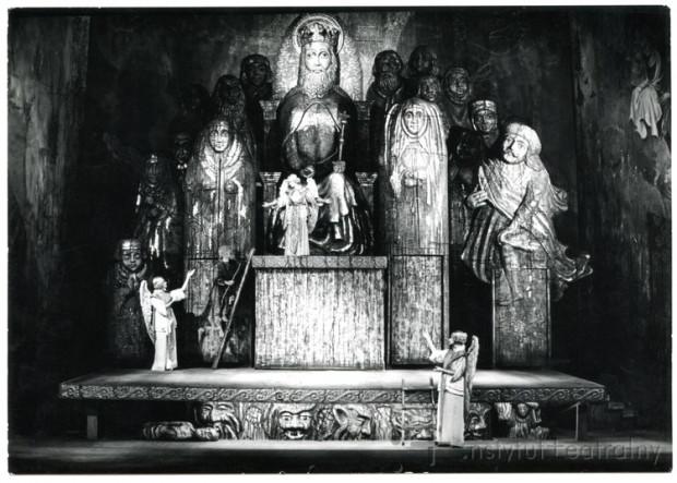 Krytycy bardzo wysoko ocenili scenografię spektaklu z 1968 r., autorstwa Mariana Kołodzieja.